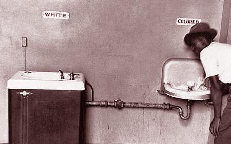 табличка в туалете при апартеиде