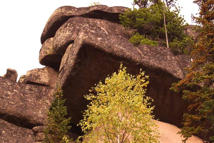 каменные блоки в горной шории