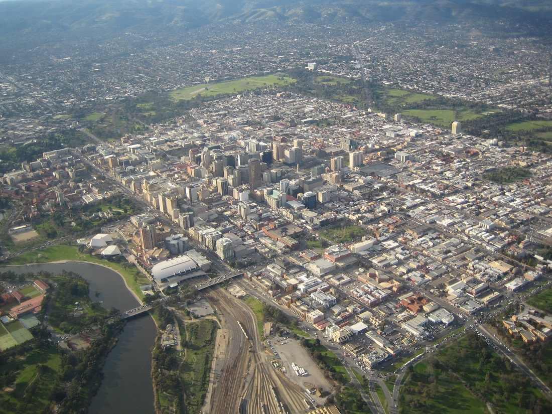 Место действия - город Аделаида