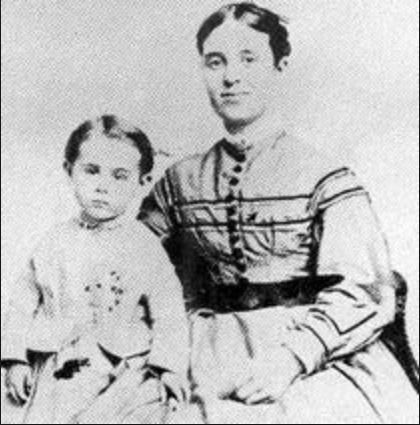 Жена капитана Сара Элизабет Бриггс с дочерью Софией