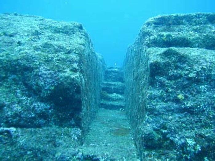 Подводный мегалитический комплекс Йонагуни