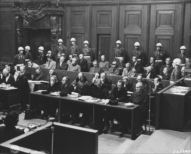 Вид на скамью подсудимых