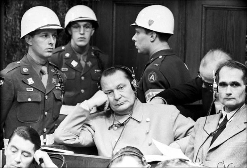 Геринг и Гессе на заседании Нюрнбергского суда