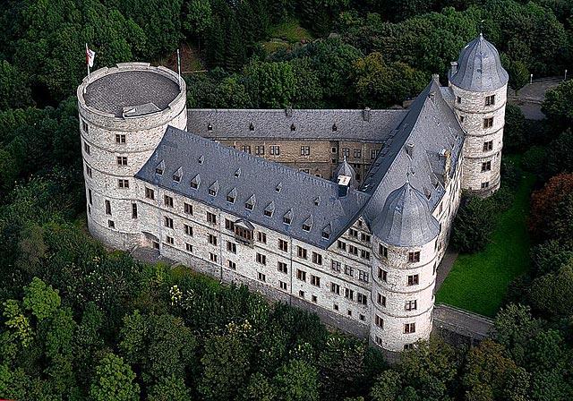 Орденская штаб-квартира Аненербе - Замок Вевельсбург.