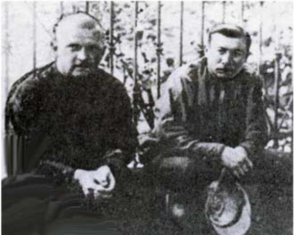 Шофер Ленина С. К. Гиль,слева