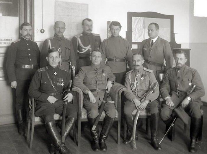 Колчак и офицеры его армии перед наступлением. 1919 год
