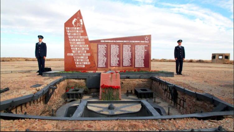 Памятник погибшим во время взрыва на Байконуре