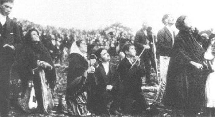 Люди, наблюдающие Фатимское Чудо