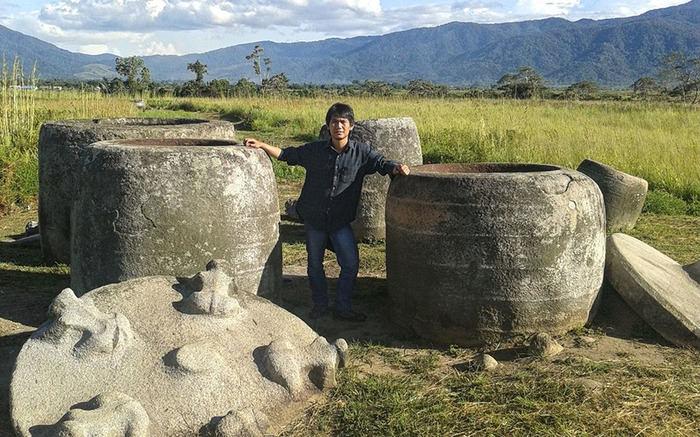 Мегалиты индонезийского национального парка