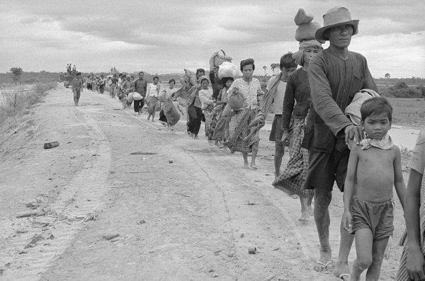 Насильственное переселение граждан Камбоджи из городов в села