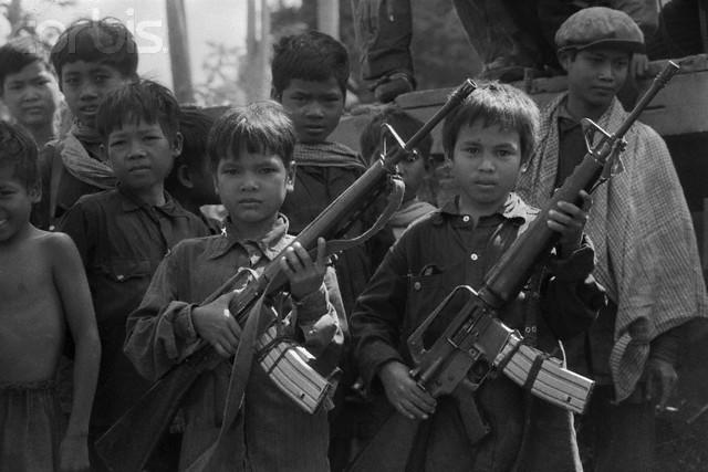 Привлечение детей в военизированные отряды Красных кхмеров