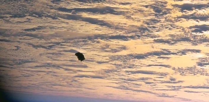 Фото загадочного спутника Земли с названием Черный принц