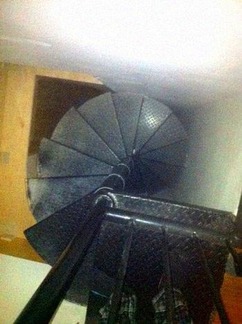 Лестница в потайной комнате
