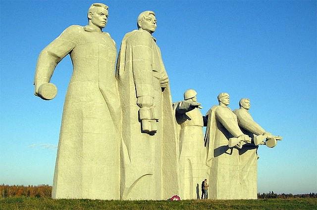 «Мемориал героям-панфиловцам» у разъезда Дубосеково