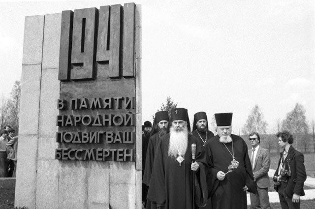 Архиепископ Волоколамский Питирим и сопровождающие его лица, участники Всемирной конференции «Религиозные деятели за спасение священного дара жизни от ядерной катастрофы»
