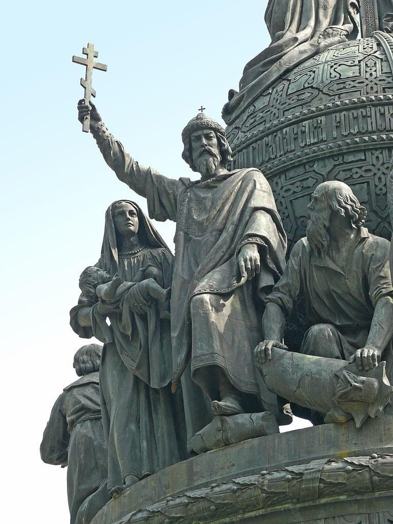 Владимир Святославич на памятнике