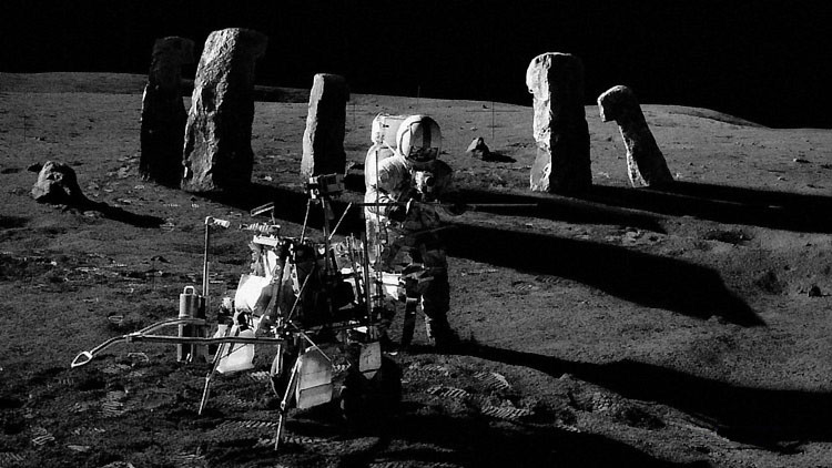 Секретные артефакты на Луне