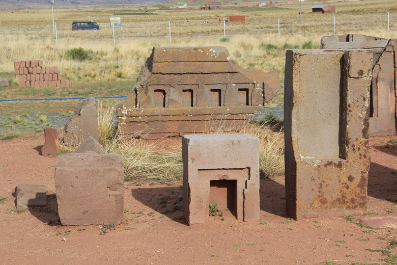 Древний комплекс Пума Пунку