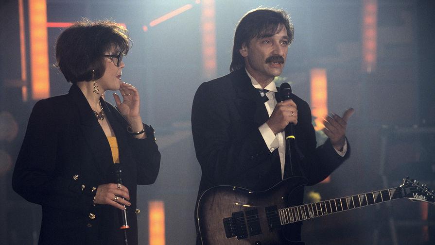 Александр Тиханович с супругой на сцене
