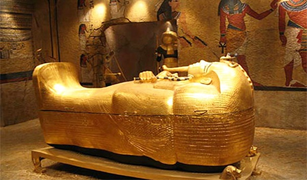 Древние цивилизации и археологические открытия. Гробница Тутанхамона. Саркофаг