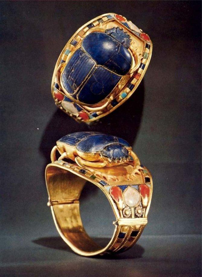 Жук-скарабей на древнеегипетских украшениях