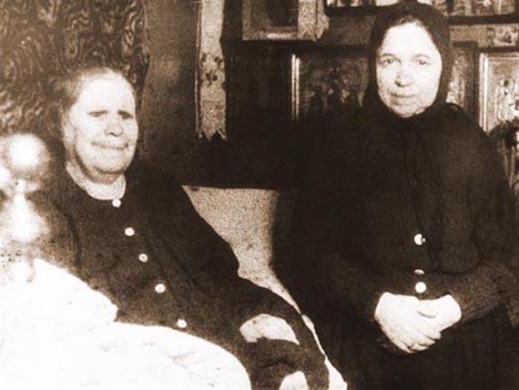 Фото Блаженной Старицы Матроны (слева)