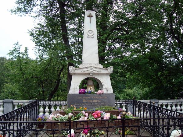 Могила Пушкина в Святогорском Успенском монастыре