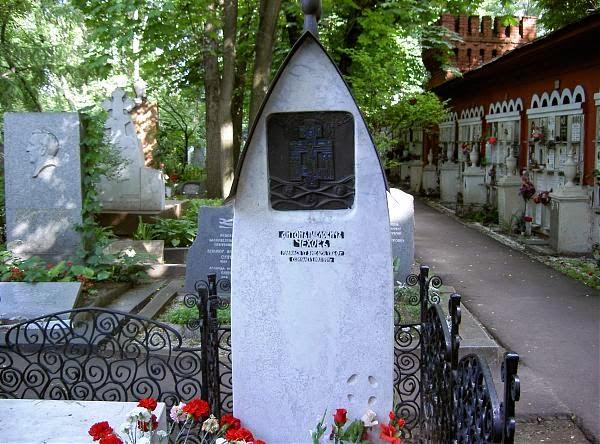 Могила Чехова на Новодевичьем кладбище.