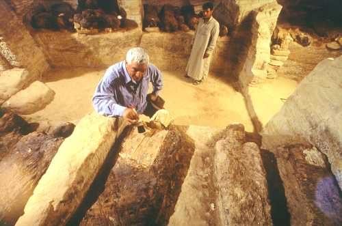 Некрополь Долина золотых мумий в Бахарии. Открыт в 1996 году