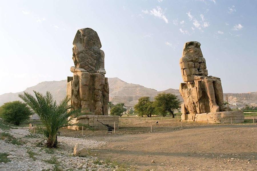 Статуи фараона Аменхотепа
