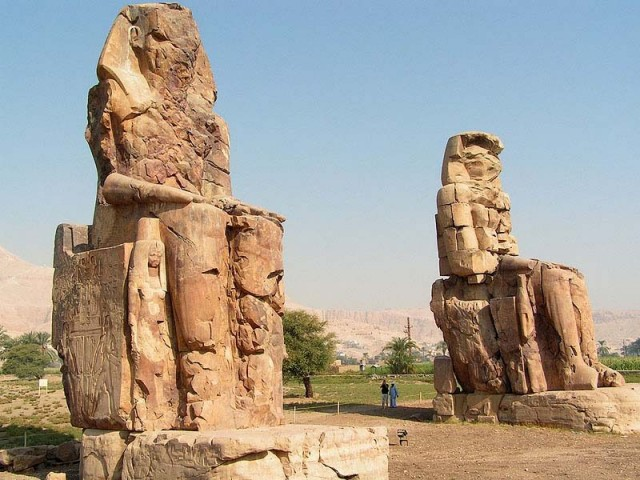 Храм Аменхотепа. Каменные колоссы