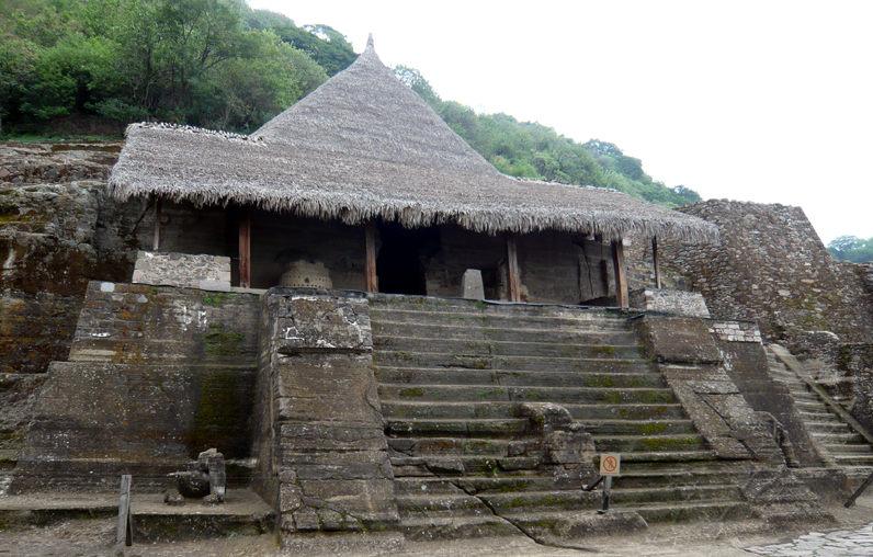 Ацтекский храм, вырубленный в скале