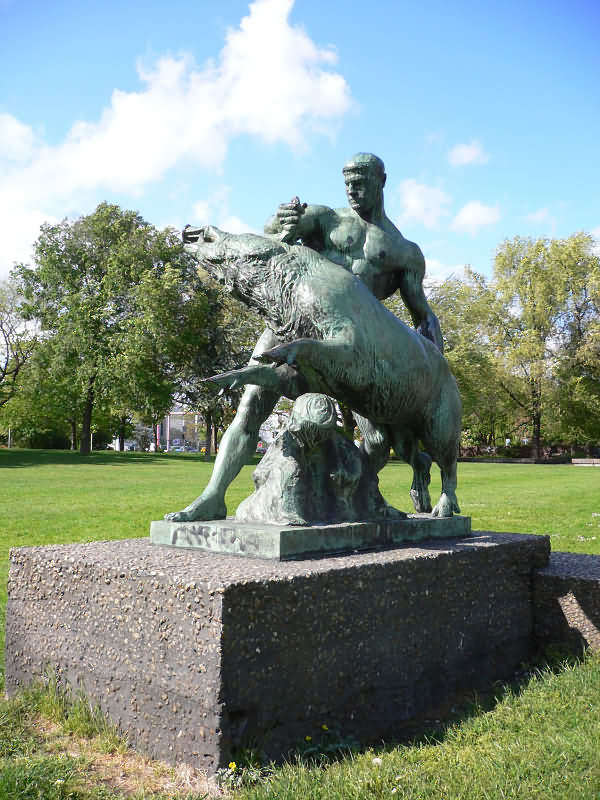 Геракл и Эриманфский вепрь. Статуя