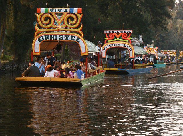 Прогулочные лодки в Шочимилко
