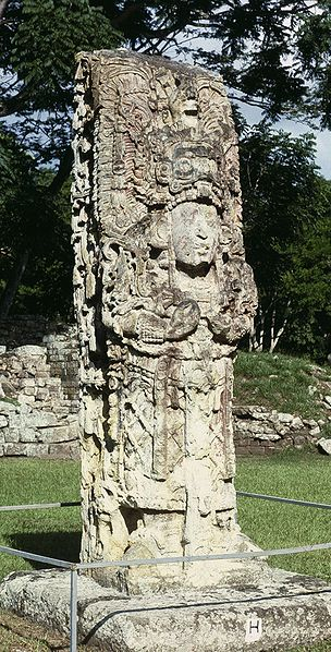 Стелла в древнем городе майя Копан