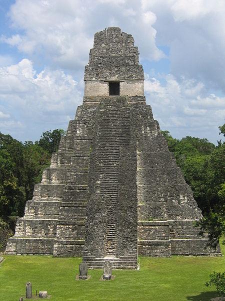 Тикальский храм майя. Высота 47 метров