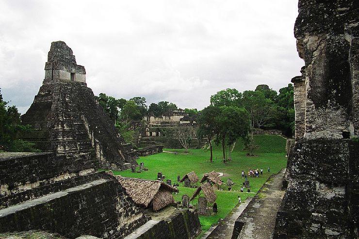 Храм майя в древнем городе Тикаль