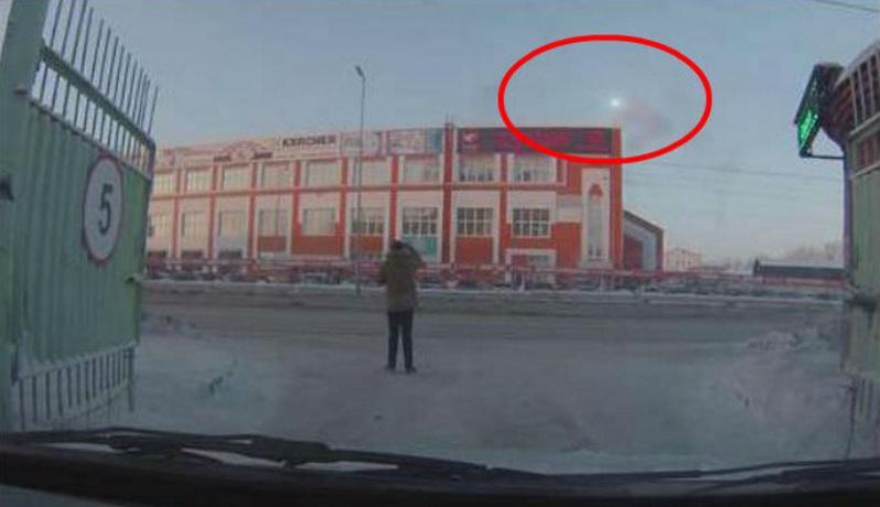 Житель Кургана якобы снимает взрыв НЛО