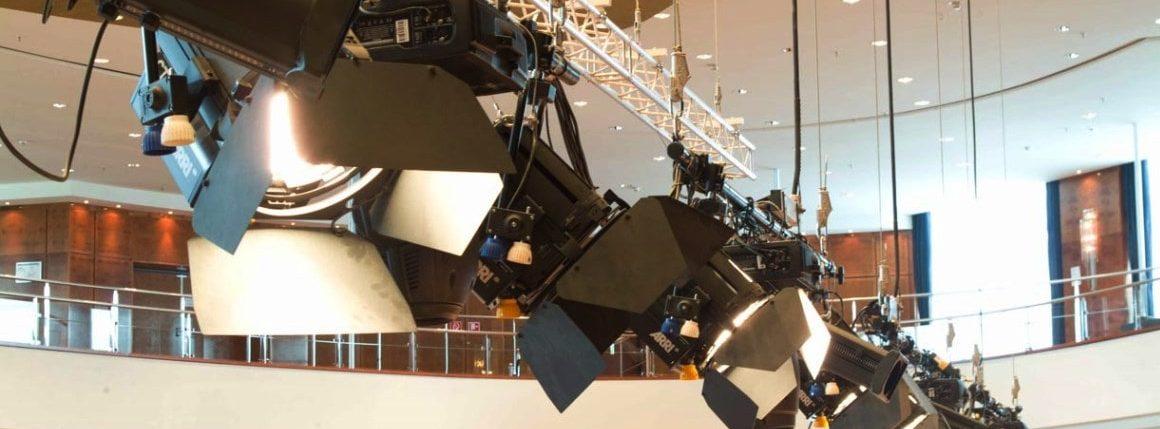 Прожекторы и домашний свет: совмещаем несовместимое